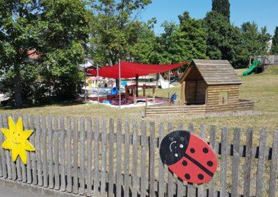 Garten mit Matsch-Spielplatz