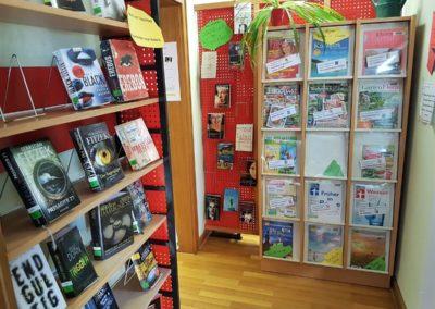 Eingang und Zeitschriften-Angebot