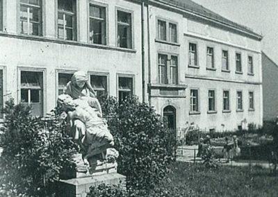 Kloster vorne alt