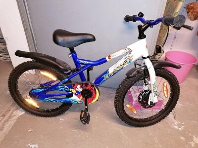 Zwei Kinderfahrräder