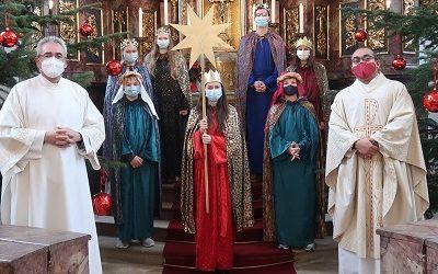Sternsinger beim Dreikönigsgottesdienst